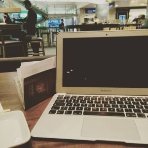 Digital Nomad - Aleyda Working at Airpot