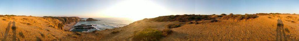 """Atardecer desde el """"hotel furgo"""" en la playa siguiente a Zambujeira"""