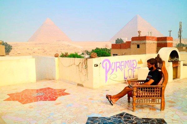 Antonio G en las pirámides de Egipto