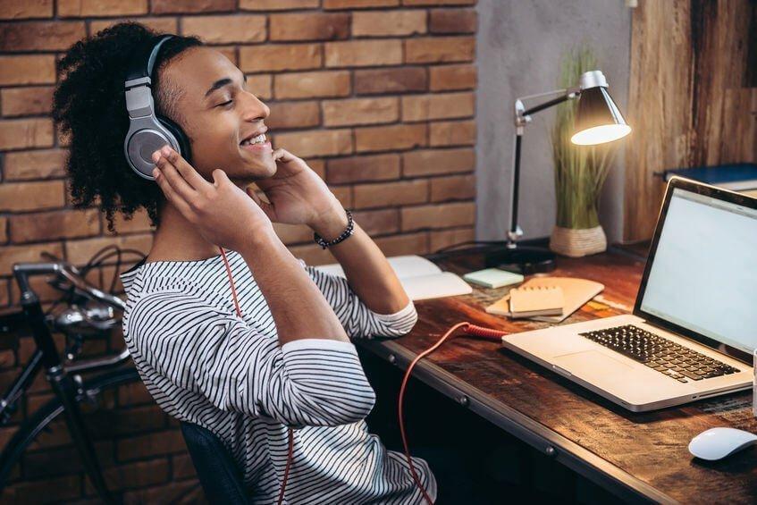 Los mejores auriculares con cancelación de ruido (y micrófonos) para tele-trabajar